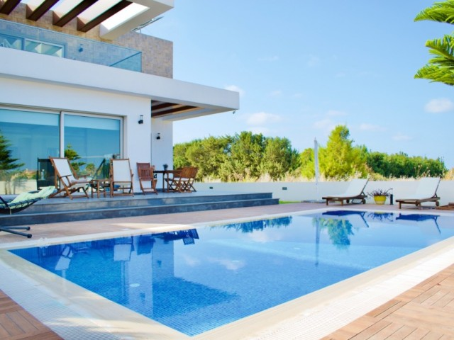 4 Bedroom Luxurious Villa for Sale | Located Kyrenia Çatalköy | 200 Meter to the Beach