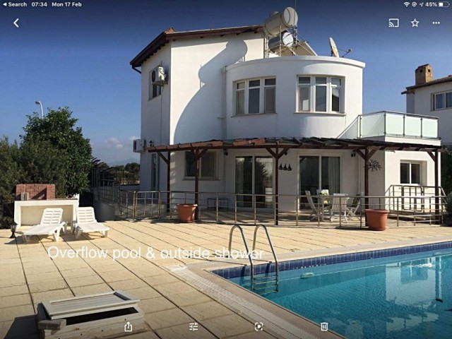 4 bed. villa with private pool, very close to Sea