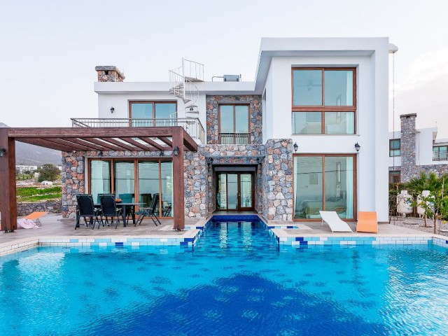 Stone Feature 3 Bed Villa With T-Shaped Pool Only 150m From The Sea