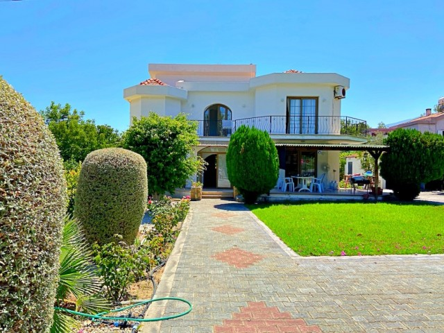Three bedroom villa with the pool, 1 donum of land