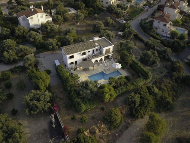 TO RENT - LOVELY 4 BEDROOM VILLA WITH PRIVATE POOL AND PANORAMIC VIEWS IN THE MUCH SOUGHT AFTER LOCATION OF BELLAPAIS