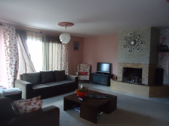 4 bedroom Semi detached villa