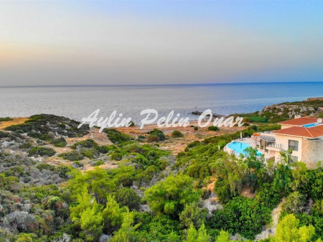 For sale seafront villa with 7 bedrooms in Kyrenia Esentepe
