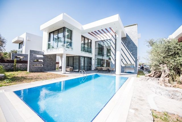 4 Bedrooms Modern Villa for Sale in Northern Cyprus Kyrenia