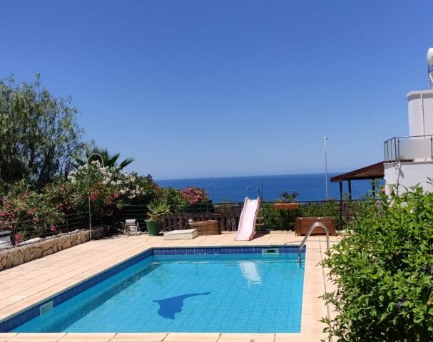 4+1 villa for daily rent in Esentepe