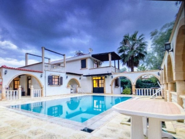 Villa  in Alsancak  with 5 bedrooms with 10 x 5  swimming pool