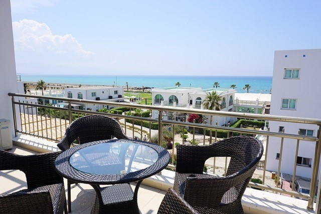 2 Bedroom Penthouse Resale with Direct Sea Views!