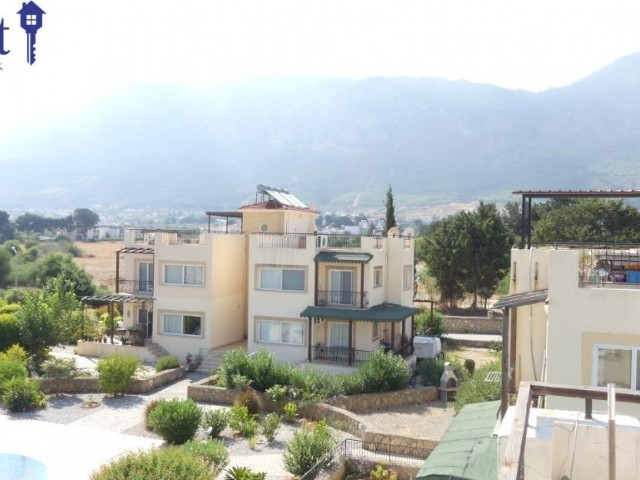 APARTMENT WITH A PRIVATE ROOF TERRACE AND COMMUNAL POOL ON A POPULAR SITE IN LAPTA.
