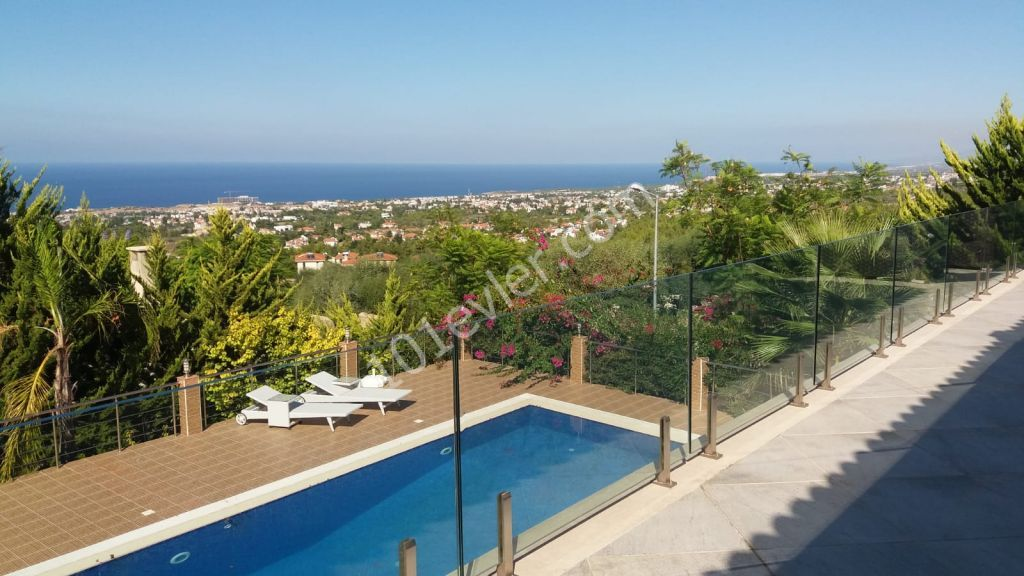 4 + 1 Luxury Villa with Private Pool